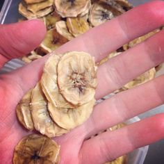I've been making these banana fruit snacks (aka banana chips) a lot recently for my son and husband to eat for snacks. They both love them so much that they seem to fly out of the pantry faster than I can make them! I have been offering these to my. Dehydrated Banana Chips, Dehydrated Food, Fruit Snacks, Healthy Snacks, Healthy Recipes, Banana Fruit, Banana Bread, Dehydrator Recipes, Cheat Meal