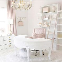 I'm glad it's Friday but it's not even lunch yet! 😫 I'm looking forward to the day when I can leave my corporate office and work in a home office as beautiful as this one by 😍💕 Cozy Home Office, Chic Office Decor, Home Office Space, Home Office Design, Deco Studio, White Office, Pink Office, Cute Room Decor, Glam Room