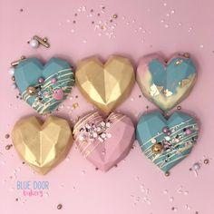 Chocolate Covered Caramel Recipe, Chocolate Covered Treats, Chocolate Bomb, Chocolate Hearts, Geometric Cake, Geometric Heart, Confectionery Recipe, Paletas Chocolate, Cake Pop Decorating