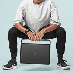 LIFT and Go! Beyond carrying your Macbook . . #lift #liftandgo #macbook #mac #macbookpro #apple #kickstarter #tech #design #industrial #minimalism #minimal #clean #industrialdesign #style #urban #urbanstyle #dope #streetfashion #streetstyle #streetlook #streetstyle #fashion #menswear #menstyle