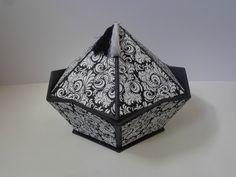 Boite hexagonale Cardboard Crafts, Paper Crafts, Cute Box, Creation Deco, Craft Box, Decoration, Origami, Decorative Boxes, Diy