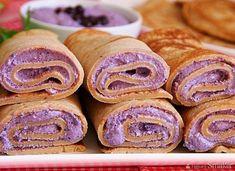 Pełnoziarniste naleśniki orkiszowe z jagodowym twarożkiem Kefir, Doughnut, Sausage, Cookies, Meat, Recipes, Food, Deserts, Essen