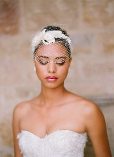 Netted wedding hair pieces bring out an angelic, yet contemporary trend. | Mesonista