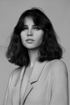 "alasdair-mclellan: "" Vogue UK February 2014 ""Meet Miss Jones"" Model/Star: Felicity Jones Stylist: Francesca Burns "" Hair Inspo, Hair Inspiration, Character Inspiration, Story Inspiration, Hairstyles With Bangs, Straight Hairstyles, Wave Hairstyles, Medium Hairstyles, Vintage Hairstyles"