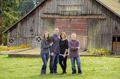 family family of four Portland Family Portrait Photographer ~ Kimball Family ? the red barn photography Family Portrait Poses, Family Picture Poses, Family Photo Sessions, Family Posing, Family Family, Portrait Ideas, Fall Family Pictures, Family Photos, Sibling Photos