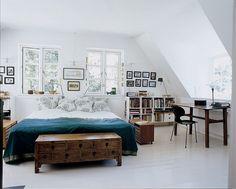 Morten Langebaek / Marianne Tuxen / Nathalie Krag via Italian Marie Claire Maison {eclectic white scandinavian modern bedroom}
