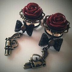 Dangle plugs, gauges, stretched ears