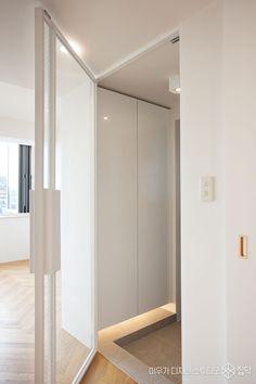 현관,신발장,중문,망입유리,화이트 Decor, Doors, Interior And Exterior, Room Divider, Furniture, Interior, House, Home Decor, Room