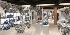 Nel mese di gennaio arriverà a Milano il primo pop up store di Louis Vuitton. E' chiaramente Milano, capitale della moda del Bel Paese, la location scelta per il primo pop up store della maison Louis Vuitton. Si tratta di un punto vendita temporaneo dedicato alla moda maschile. All'interno dello store verrà proposta in anteprima …