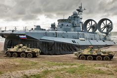Em 2013, a Rússia vendeu US$ 15,7 bilhões ao exterior em armas e equipamentos militares. Já no início de 2014, a pasta de encomendas era de mais de US$ 35 bilhões.