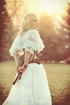 modelka: Karolina Maria Piękoś fot, styl.: Agnieszka Frustra Młynarczyk - Frustra Fotographie gorset: Lady ardzesz corset