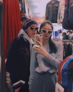 shopping with taennie Bts Blackpink, Bts Taehyung, Bts Girl, Bts Boys, Kpop Couples, Cute Couples, K Pop, Fandom Kpop, Korean People