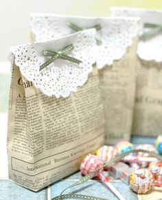 Gift bags made from newspaper is a great idea for birthday parties or weddings! We saw this on a site that was we think wasin Vietnamese?? Anywho -here's our best tryat translationalong withthe...