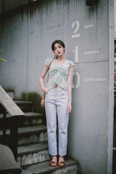Korean Casual Outfits, Girl Fashion, Womens Fashion, Beautiful Asian Girls, Ulzzang Girl, Asian Woman, Pretty Outfits, Cute Girls, Korean Fashion
