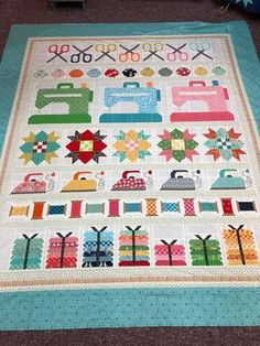 Sew by row quilt pattern by lori holt scrappy quilts пэчворк Sampler Quilts, Scrappy Quilts, Mini Quilts, Patchwork Quilting, Crazy Patchwork, Quilt Baby, Quilting Projects, Quilting Designs, Embroidery Designs