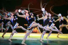 Εθνικό Θέατρο Ακροβατών της Κίνας Από τις 20 Δεκεμβρίου 2012 και για λίγες παραστάσεις στο Θέατρο Badminton  Splendid  Τα αδύνατα γίνονται  δυνατά, από τους καλύτερους ακροβάτες του κόσμου! Το Θέατρο Badminton υπερήφανα φιλοξενεί έναν από τους σημαντικότερους πρεσβευτές του κινεζικού πολιτισμού, το Εθνικό Θέατρο Ακροβατώντης Κίνας (China National Acrobatic Troupe), σ' ένα ονειρικό υπερθέαμα ακροβατικής τέχνης και καταιγιστικής δράσης, που αγαπήθηκε από εκατοντάδες χιλιάδες θεατές.