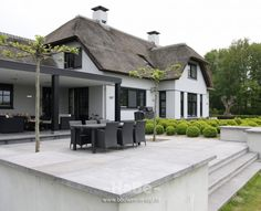 design home ideas Dream House Exterior, Dream House Plans, My Dream Home, Different House Styles, New Modern House, Dutch House, Thatched House, House Of Beauty, Villa