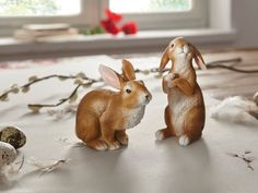 Zwei sitzende  Hasen Osterhasen naturgetreu Ostern Hase Frühlingsdekoration NEU