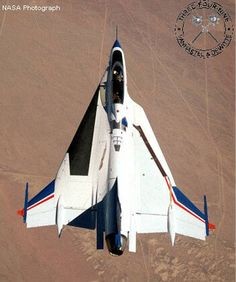 General Dynamics (NASA conducting laminar flow research) Airplane Fighter, Fighter Aircraft, Fighter Jets, Aviation World, Civil Aviation, Military Jets, Military Aircraft, F 16 Falcon, Delta Wing