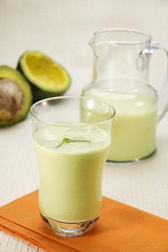 """CLIQUE AQUI! Batida proteica de abacate banana e água de coco Batida proteica de abacate banana e água de coco - Shake Nutritivo e """"Emagrecedor"""" do Vinícius Possebon, esta batida pode servir como uma refeição... http://saudenocorpo.com/batida-proteica-de-abacate-banana-e-agua-de-coco/"""