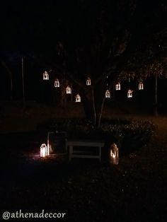 Detalhes de Casamento - Lanternas acesas compondo um cantinho para os noivos fotografarem!