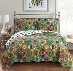 Moroccan Mandala Green Gold Reversible Quilt Coverlet Set - Boho moroccan style bedding set with vibrant colors in lime green and gold accent bedding # bohemian quilt set King Quilt Bedding, Bed Quilts, Twin Quilt, Queen Quilt, Floral Bedspread, Boho Bedroom Decor, Bedroom Ideas, Bedroom Inspiration, Green Bedding