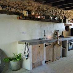 Mooi landelijke keuken! | Hier kan je toch de hele dag zijn | betonnen aanrechtblad