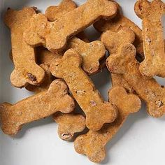 Rather of using white flour in your pet dog cookies or any other homemade dog food, you can use whole grains like quinoa, oats and brown rice instead. Dog Treat Recipes, Healthy Dog Treats, Dog Food Recipes, Doggie Treats, Yummy Recipes, Homemade Dog Cookies, Homemade Dog Food, Bacon Dog, Peanut Butter Dog Treats
