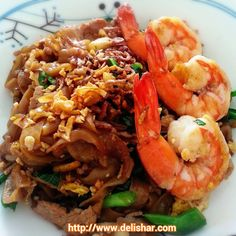 Phad See Ew ( Thai Stir-Fried Rice Noodles in Soy Sauce)