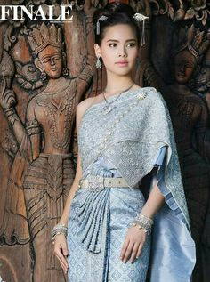 Cambodian Wedding, Khmer Wedding, Traditional Thai Clothing, Traditional Outfits, Thai Wedding Dress, Thailand Fashion, Thai Fashion, Thai Dress, Traditional Wedding Dresses