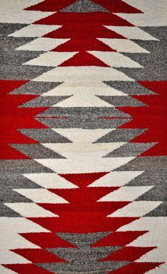 traditional navajo weaving video navajo weavers carry on centuries old . Navajo Weaving, Loom Weaving, Hand Weaving, Tapestry Weaving, Motif Navajo, Navajo Rugs, Native American Rugs, Native American Design, Native American Patterns