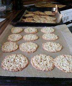 Nyt on korkea aika. Krispie Treats, Rice Krispies, Cakes And More, Cookies, Teet, Desserts, Koti, Recipes, Bakery Business