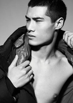 Hao Yunxiang by Dennis Weber for The Fashionisto. Chinese Man, Chinese Model, Japanese Men, Japanese Models, Asian Male Model, Asian Models, Male Model Face, Fashion Milano, Male Models Poses