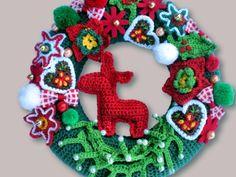 Ein weihnachtlicher Türkranz mit vielen Dekoelementen.  Als Türkranz begrüßt er die Gäste in der Adventszeit, aber auch als Wanddeko kommt er toll zur Geltung.  Zusätzlich zu den Häkelelement,...