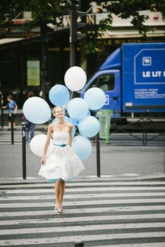 noni 2014 florentine, 50s brautkleid mit corsage und tellerrock, tuell unterrock mit tuerkisblau und passender knopf applikation (Foto: Le Hai Linh) (http://www.noni-mode.de)