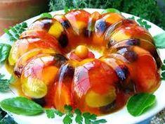 INGREDIENTES 3 pacotes de gelatina sabor abacaxi 1 envelope de gelatina incolor sem sabor frutas a gosto (morangos, uvas sem sementes, manga, maçã, entre outras) COMO FAZER GELATINA COM FRUTAS MODO DE PREPARO Retire a casca e pique as frutas escolhidas. Unte uma forma com buraco central com margarina e coloque as frutas picadas em…