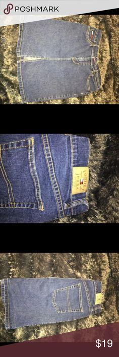 Vintage Tommy Hilfiger Skirt- Size 9 💞💞💞 In good condition Very comfortable Tommy Hilfiger Skirts Midi
