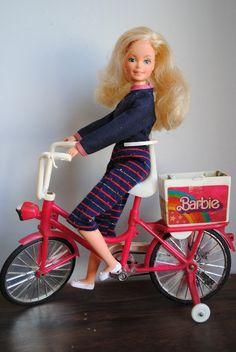 Eu tive - Boneca e Bicicleta Barbi anos 80, funciionava a pilha e andava sozinha