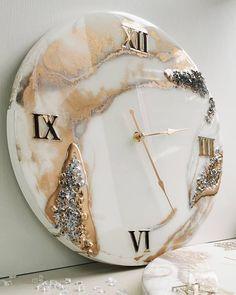 Diy Resin Tray, Resin Wall Art, Diy Resin Crafts, Clock Art, Diy Clock, Clocks, Anniversary Gift For Friends, Creative Wall Decor, Live Wallpaper Iphone