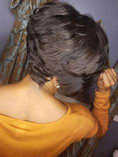 Swoopy-Layers Best Short Hairstyles for Black Women 2018 – 2019 - Frauen Haar Modelle Short Hair Mohawk, Curly Pixie Hairstyles, Short Red Hair, Cute Hairstyles For Short Hair, Black Women Hairstyles, Weave Hairstyles, Short Hair Cuts, Natural Hairstyles, Curly Short
