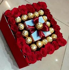 Flower Box Gift, Flower Boxes, Gift Flowers, Valentines Diy, Valentine Day Gifts, Chocolate Flowers Bouquet, Bouquet Flowers, Candy Bouquet, Candy Gifts