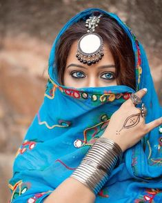 Beautiful model and Hindustan synthetic body - Sweety Hindustan Portrait Photography Poses, Photography Poses Women, Indian Photography, Photography Hashtags, Portraits, Stylish Girl Images, Stylish Girl Pic, Beautiful Girl Image, Beautiful Hijab