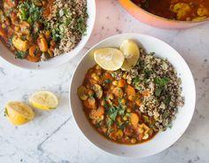 Quinoa, carrots, mushrooms, chickpeas, chopped tomatos, tomato puree coriander, turmeric, cumin powder, garlic cloves, ground chili.
