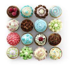 A może upieczesz muffiny i dasz się ponieść fantazji przy dekorowaniu ich? :-) http://fartuszek.com.pl/formy-foremki/93-foremki-do-duzych-muffinow-celebrate-6-szt.html