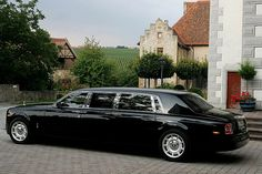 Rolls-Royce-Phantom source: http://www.luxury-insider.com/galleries/2010/12/rolls-royce-phantom-lwb#1