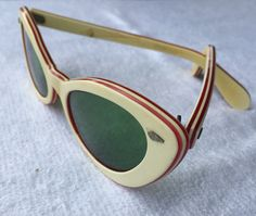 9b3bc1532b2 1950 s Vintage White   Red Bakelite Lucite Cate Eye Sunglasses with  Original Green Non-Prescription Lenses