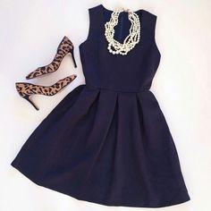 LBD+collar perlas+stilettos leopardo