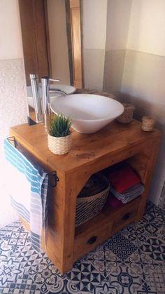 Un mueble de lavabo con palets espectacular – I Love Palets Vanity, House Design, Love, Bathroom, Decorative Accents, Drawer Pulls, Open Spaces, Bathrooms, Bathroom Sinks