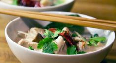 Tom ka gai -kokossuppe med kylling // Spicy soup with coconut and chicken