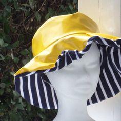 Chapeau de pluie en vinyle jaune doublé coton marine femme créateur…